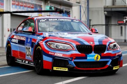 Une BMW M235i Racing haute en couleur aux 24h duNurburgring