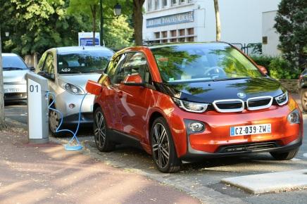 Les BMW i3 et i8 désormais rechargeables sur les bornesAutolib