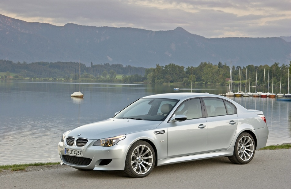 Coup d'œil dans le rétro : BMW M5E60