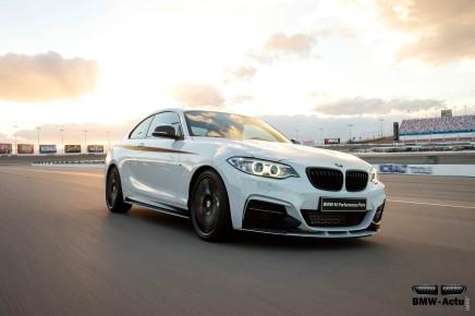 La BMW M235i équipée des accessoires M Performance joue desvocalises