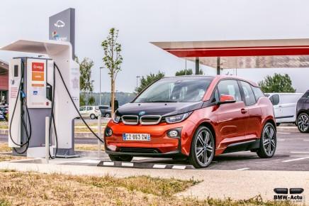 BMW i garantit à ses clients des places branchées avec ParkNowLongTerm