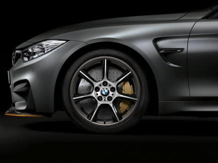 BMW propose en première mondiale des jantes en carbone sur la M4GTS