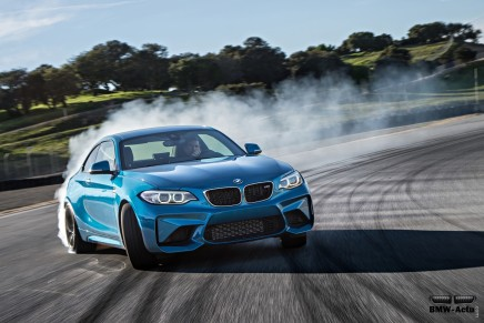 La BMW M2 libère ses 370 chevaux sur le circuit de LagunaSeca