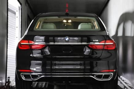 La nouvelle BMW M760Li xDrive en route pour le Salon deGenève